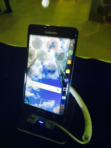 Samsung Galaxy Note Edge @ Mega Bazaar JCC kemarin. Bikin mata lope-lope sejak sebelum diluncurkan <3