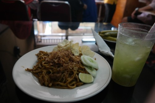 Mie Tumis Daging @ RM Seulawah and Es Timun. My dynamic duo <3