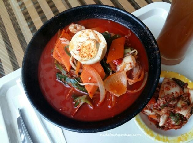 ramyeon & kimchi.jpg